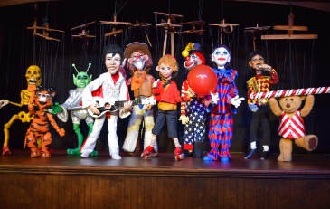&#34Silly Strings&#34 Puppet Show
